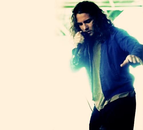 Between Eddie V... Pearl Jam Alive Lyrics